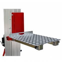 Plataforma de carga para elevador manual plegable de 200/300/400 kg de capacidad en uso